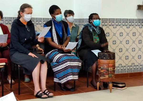 Dia 19 - Eucaristia animada por Moçambique